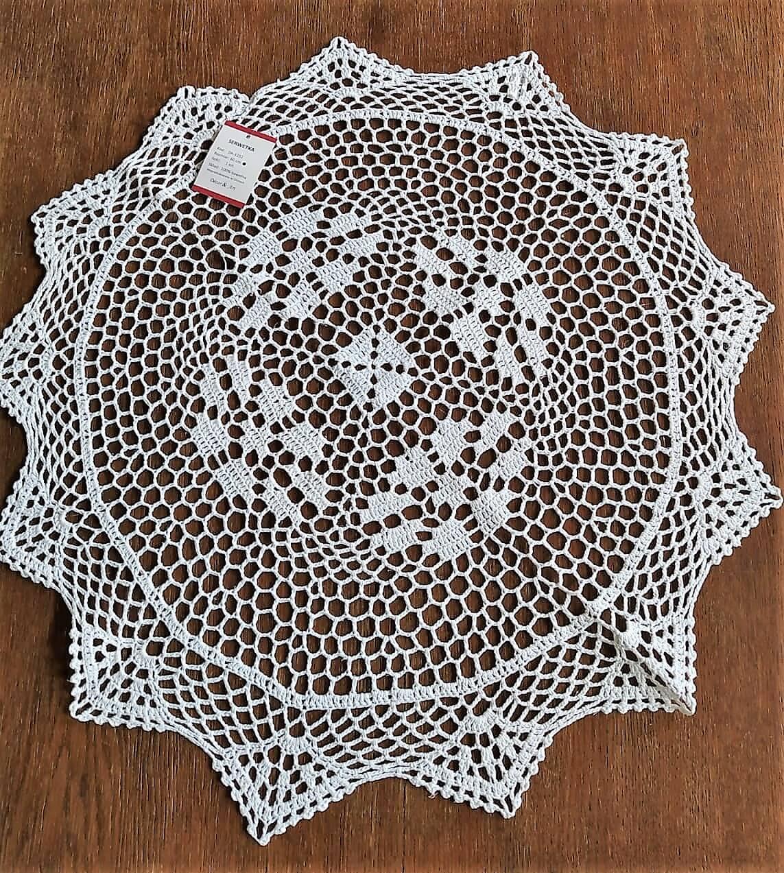 Serwetka szydełkowa o średnicy 60 cm w kolorze białym