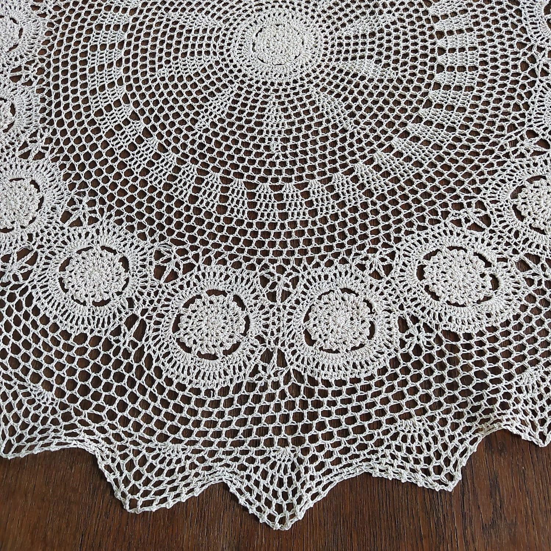 Serweta szydełkowa o średnicy 110 cm w kolorze beżowym